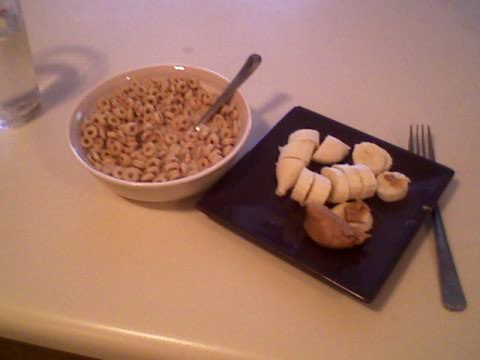 Honey nut cheerios, 1% milk, banana & PB