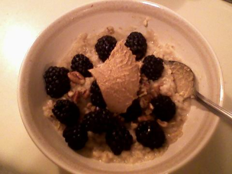Instant pumpkin oats, blackberries, cashew butter, pecans