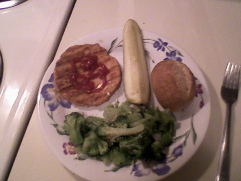 Salmon burger w/ ketchup, pickle, broccoli, wheat roll + Smart Balance