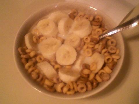 Multigrain cheerios, 1% milk, banana