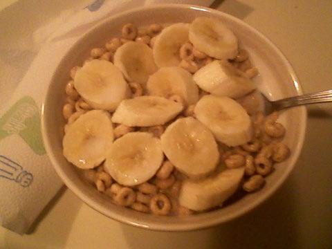 Honey nut cheerios, 1% milk, banana